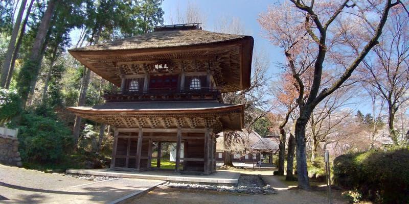 とても大きな広徳寺の山門