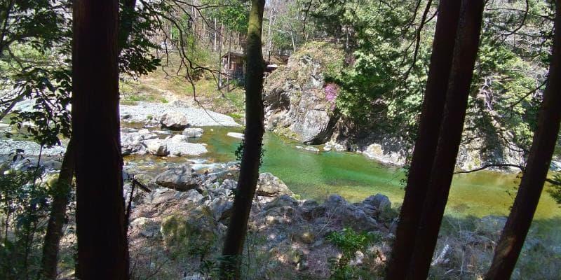 エメラルドグリーンが美しい秋川