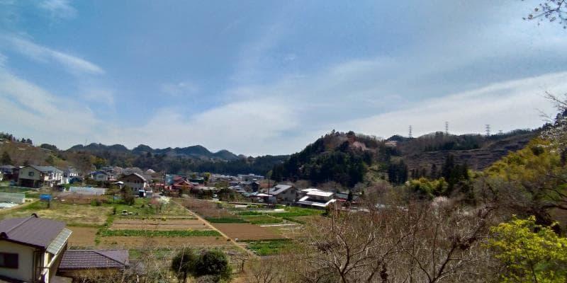 広徳寺に向かう途中の畑の広がる景色