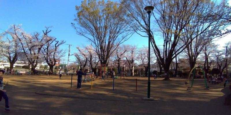 遊具がいくつかある黒鐘公園