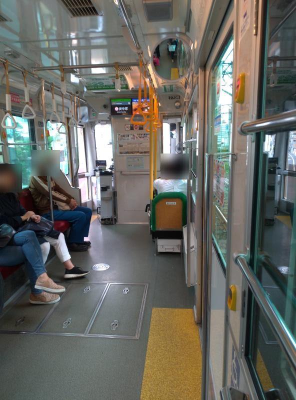 バスを思わせる荒川線車内
