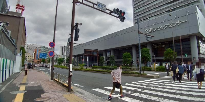 文京シビックセンターの立つ通り