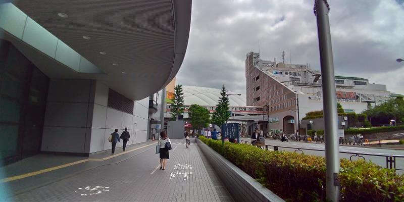 文京シビックセンターの奥に見える東京ドーム