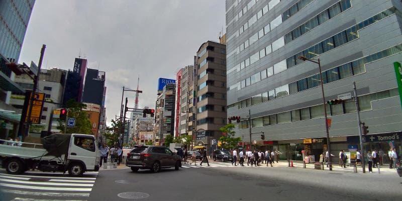 浜松町駅前の大きな通り