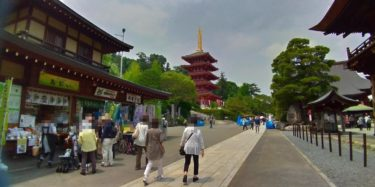 高幡不動尊金剛寺に入ってすぐの眺め。奥には五重塔
