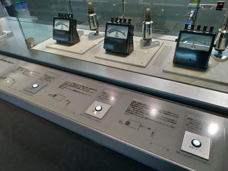 ボタン押し式の体験展示